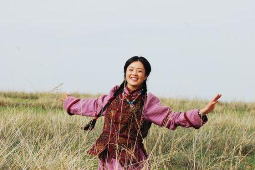 手绘蒙古族女生风景